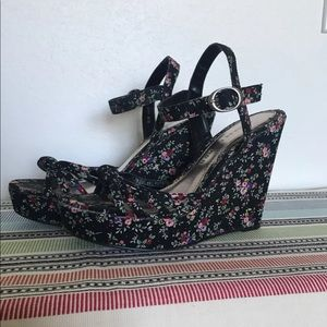 Chinese laundry floral wedge sandals size 8.5